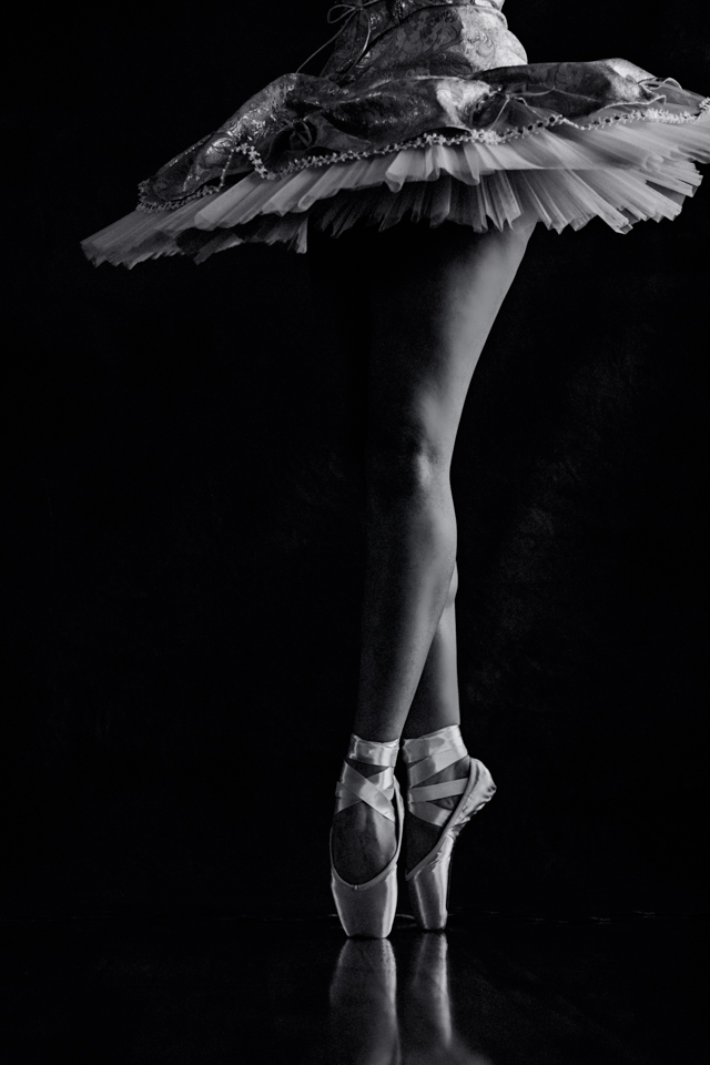 dance photographer black and white pointe shoes photography